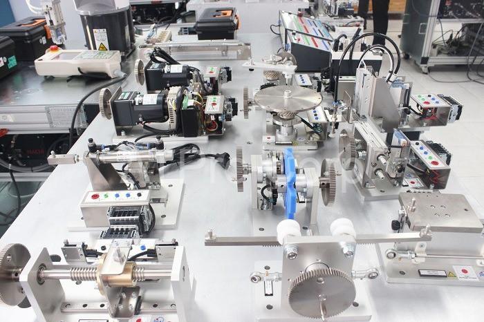 Một vài thiết bị thuộc hệ thống điều khiển điện tử