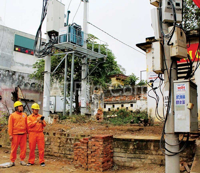 Các cây cột điện cũng được hệ thống đo đếm điện lấy thông tin và dữ liệu thường xuyên