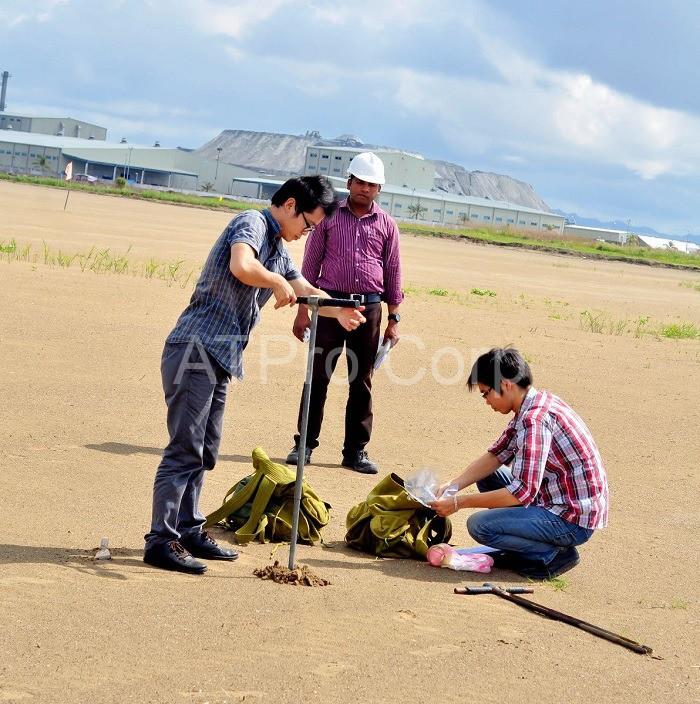 Quan trắc môi trường đất là công tác thu thập, thống kê và xử lý các số liệu, thông số trong đất