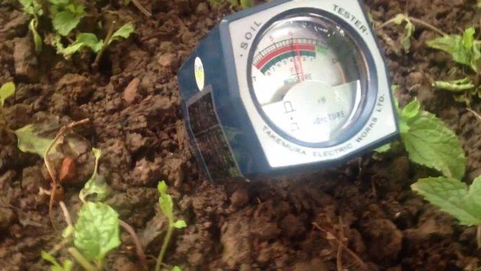 Thiết bị đo pH đất là loại máy chuyên dùng để đo độ chua, hay độ pH ở trong đất, được ứng dụng rộng rãi ở các lĩnh vực liên quan đến lâm nghiệp và nông nghiệp