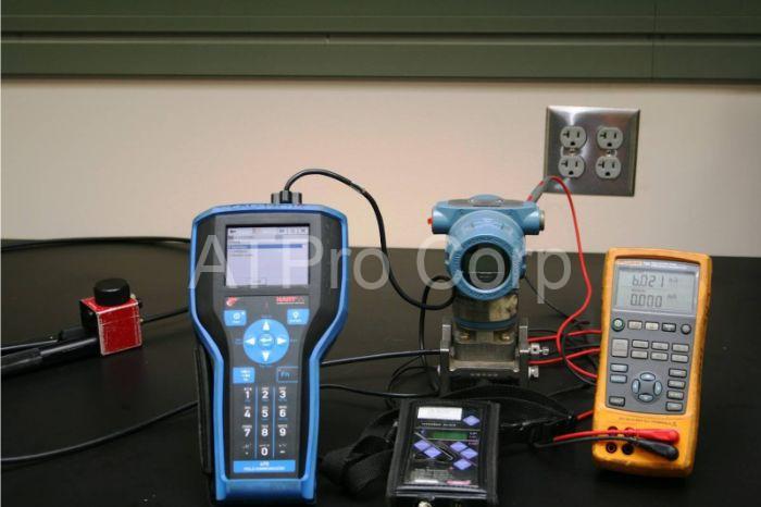 Các thiết bị đo lường điện là các loại máy đo lường với công dụng chính là đo lường, tính bằng các đại lượng vật lý đặc trưng hoặc phi vật lý